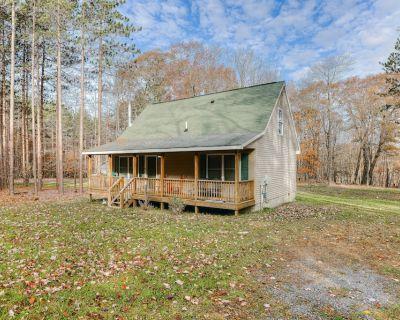 Quaint dog-friendly retreat near the lake w/ wood stove, gas grill, & large yard - Thayerville