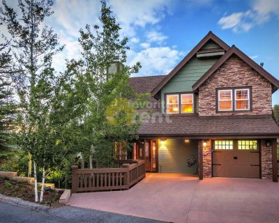 4 bedroom cabin with jacuzzi, views, & AC in Lake Arrowhead