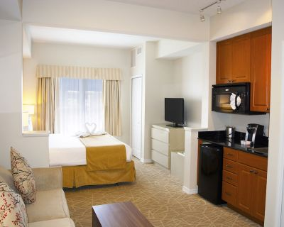 The Point Hotel & Suites - Florida Center