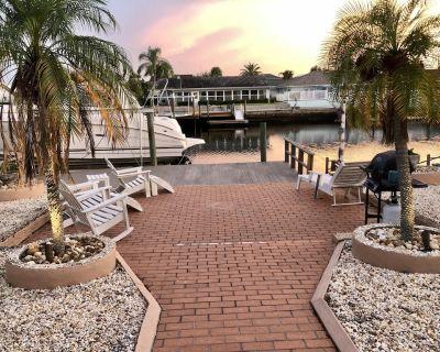 Mermaid's Cove - Beautiful home! Waterfront, deep canal, dock usage,Gulf access! - Gulf Harbors