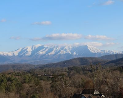 """""""What A View Condo,"""" $115-$159, *5 STAR*2 bdr/2/bth, ind/pool, hottub - Pigeon Forge"""