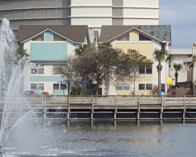 Walk, Bike Ride or Beachside Buggy to Everthing! Great Location! - Jacksonville Beach