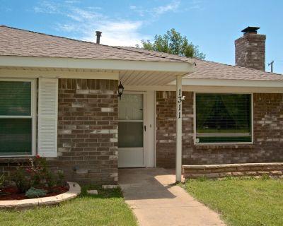 Family Friendly Mid-Century Modern Home 3bed/2bath - Amarillo