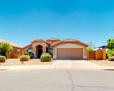 Ground-Floor Home w/Enclosed Yard, Private Outdoor Pool, Free WiFi, Gas Grill - Parkwood Ranch