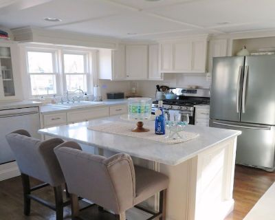 Close to Beach & Long pond & Bike Trail-A/C- WiFi- Game room with Bar-Welcome to The Lake House - Northwest Harwich