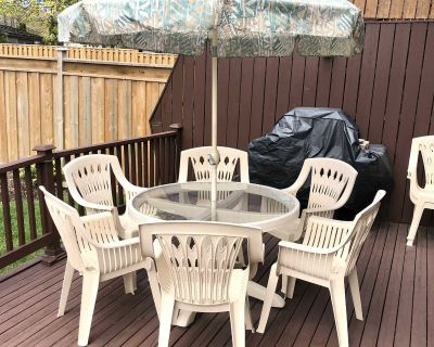 Patio Set (Table, Umbrella, & Chairs)
