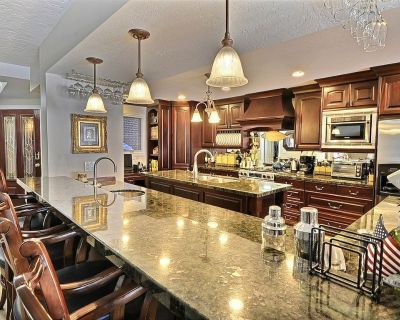 Incredible Townhome by The Canyons Resort - Walk to the Cabriolet! Hot Tub & Pool Table - South Snyderville Basin
