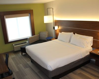 Holiday Inn Express & Suites Mansfield, an IHG Hotel - South Arlington
