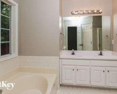 Shared room with ensuite - Lawrenceville , GA 30043