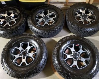 Washington - Set of 5 Rubicon 4xe wheels and tires $1750