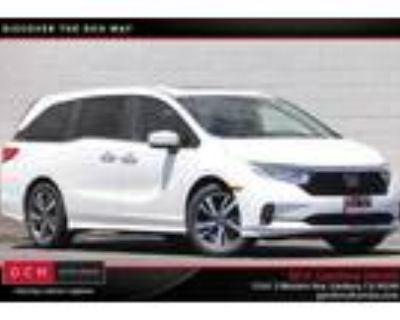 2022 Honda Odyssey Silver|White