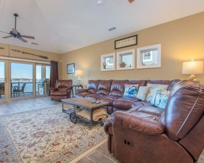 Luxurious 3 level duplex is direct bayfront with all the comfort of home in a convenient downtown location - Ocean City
