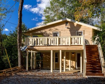 Secluded Cabin w/ Pool Table, Large Deck, & Mountain Views! - Whittier