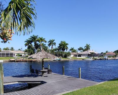 Canal-Front Getaway with Private Dock, Kayaks, Fishing Rods & Heated Pool - Caloosahatchee