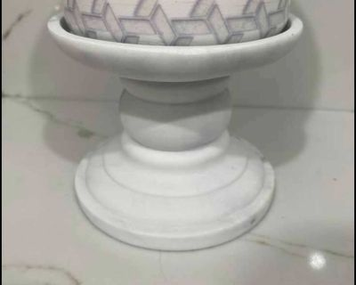 Bath and Body Works marble look pedestal candle holder NEW