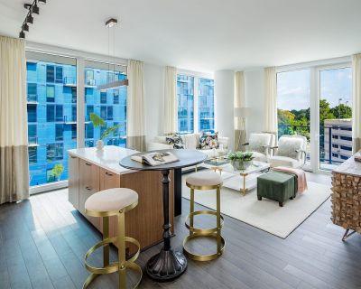 Living in Deluxe Luxury | 2b 2bth | Patio & POOL | - Reston