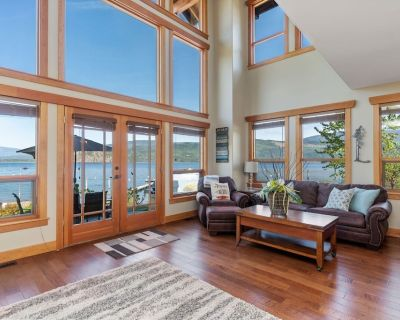 """""""True"""" Shuswap Lakefront property - Lake access out your back door! - Blind Bay"""