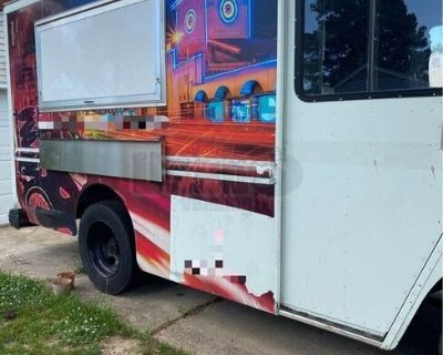 2002 Workhorse 13' Diesel Food Truck / Well-Equipped Mobile Kitchen