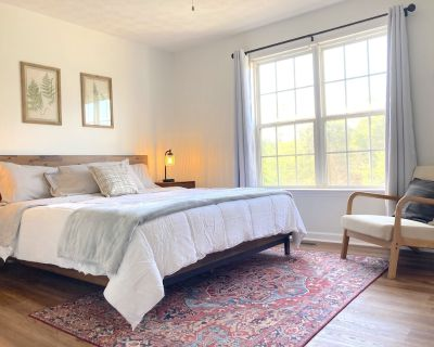 Renovated Townhome with Two King Beds & Separate Bathrooms - Cartersville
