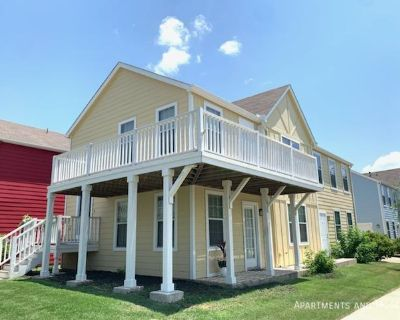 Beautiful 2/2 duplex in a desirable community.  All utilities plus internet included!