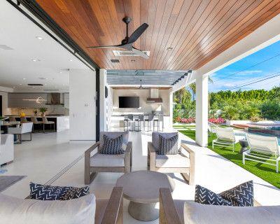 Modern Masterpiece, Natural Light, Designer Backyard, High Ceilings, Stunning Pool Area, Encino, CA