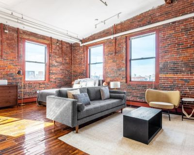 Unique South End Loft w/ Pool, Art Gallery, Steps to T by Blueground - Columbus