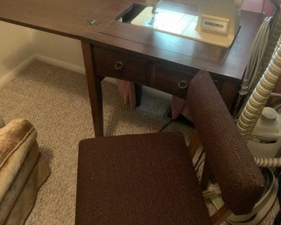 Singer Touch-Tronic 2000 Sewing Machine/Table/Chair