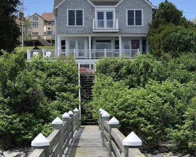 Waterfront vacation home with a dock - Portsmouth