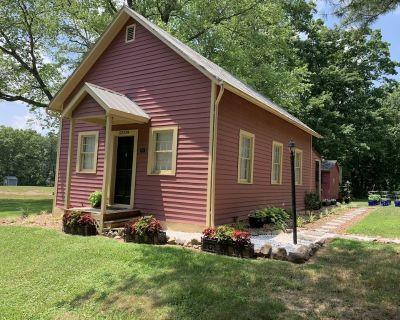 Charming Schoolhouse Retreat - Loudoun County