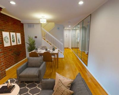 Beautiful Georgetown townhome near Waterfront Park