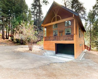 Dog-friendly home in a great location w/ game tables, covered decks, & more! - Granite Ridge