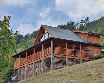 Amazing Views for the entire family to enjoy! With a view from every room! - Pigeon Forge