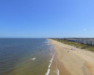 1BR 1.5BA Sandswept Carriage House - Beach! WiFi! W/D! Spacious! - Cottage Line