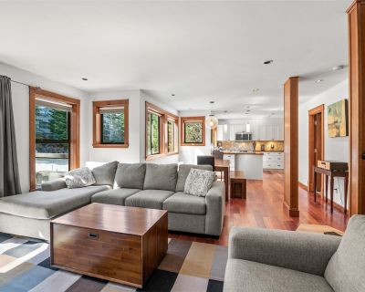 Spacious 2+loft townhouse on Blueberry Hill   Pet friendly   Hot Tub in Complex - Blueberry Hill