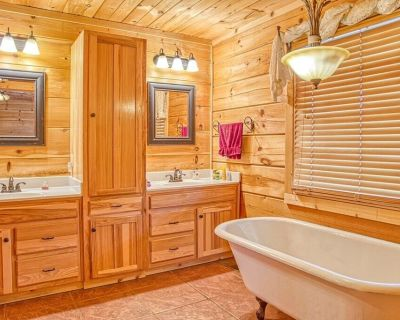 Eden Valley- Log Cabin ,5 Acres & A Barn, Honey Load Up the ATVs, Toys &Horses - Cookeville