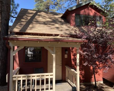 Lodge With Jacuzzi at Cozy Hollow - Big Bear Lake