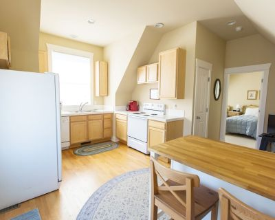 Spacious 1 Bedroom Apartment Centrally Located between Denver and Boulder. - North Central Westminster