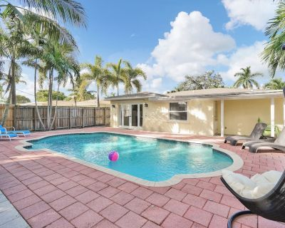 Beautiful house Private Heated Pool, BBQ Grill, Baby Gear l 10 min to the beach - North Andrews Gardens