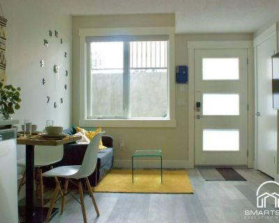 1 Bedroom with Sleeper Sofa Sleeps 4! Near downtown and Foothills Hospital - Southwest Calgary
