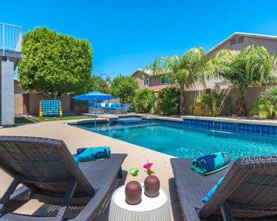 Backyard Oasis with Private Heated Pool & Spa near Downtown Gilbert!! Sleeps 10! - Wind Drift