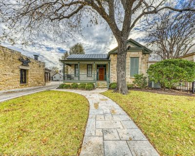 Historic home w/ Elegant Decor, Private Courtyard, and Private Hot Tub! - Fredericksburg
