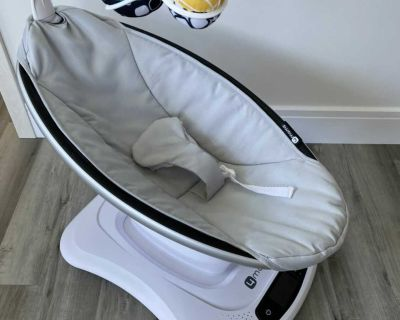 mamaRoo 4.0 (Classic) Infant Seat - Grey with Infant Insert
