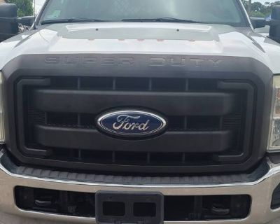 2011 Ford Super Duty F-550 Chassis Cab XL