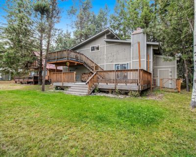 Beautifully Renovated, Golf-Course-Front Home w/ 2 Decks, Wood Stove, WiFi - McCall