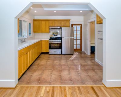 Cottage Style Venice Apartment - Minutes Away from Abbot Kinney!