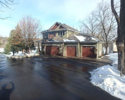 Overlooking Twin Lake full basement shower bath laundry pool table ping pong - Little Canada