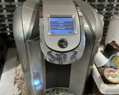 KEURIG 2.0 with coffee pods
