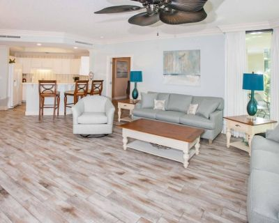 Low floor with In/Out/Kiddie pools, Lazy River, Water slides, Hot tub, Sauna, Fitness, Boat slips - Orange Beach