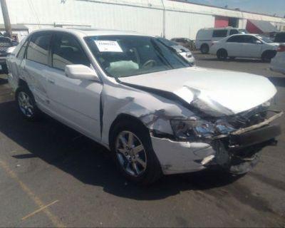 Salvage White 2000 Toyota Avalon