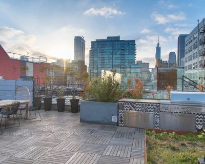 Naturally Lit DTLA Studio with Beautiful Rooftop and Hottub, Los Angeles, CA